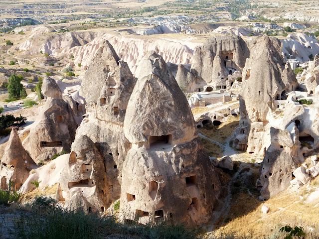 Турция Каппадокия Вырубленное в скалах жилье