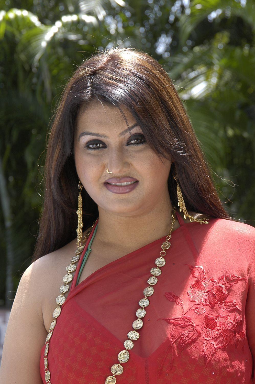Sona Hot Stills In Traditional Saree - YouTube