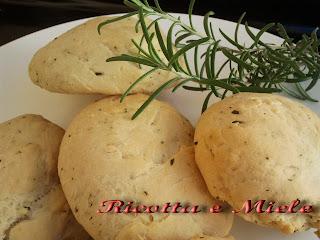 panini al rosmarino per il world bread day 2012/ pancitos al romero por el world bread day 2012