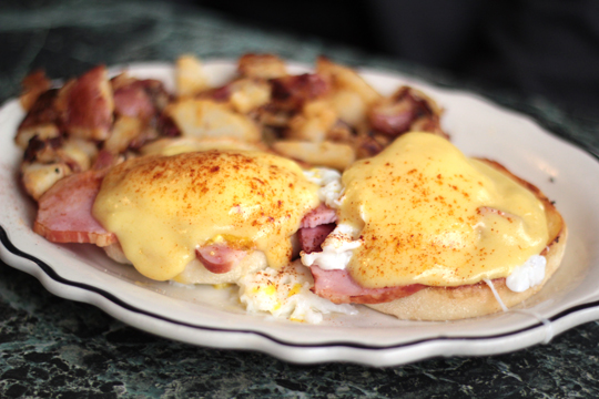 eggs benedict breakfast connies sandpoint