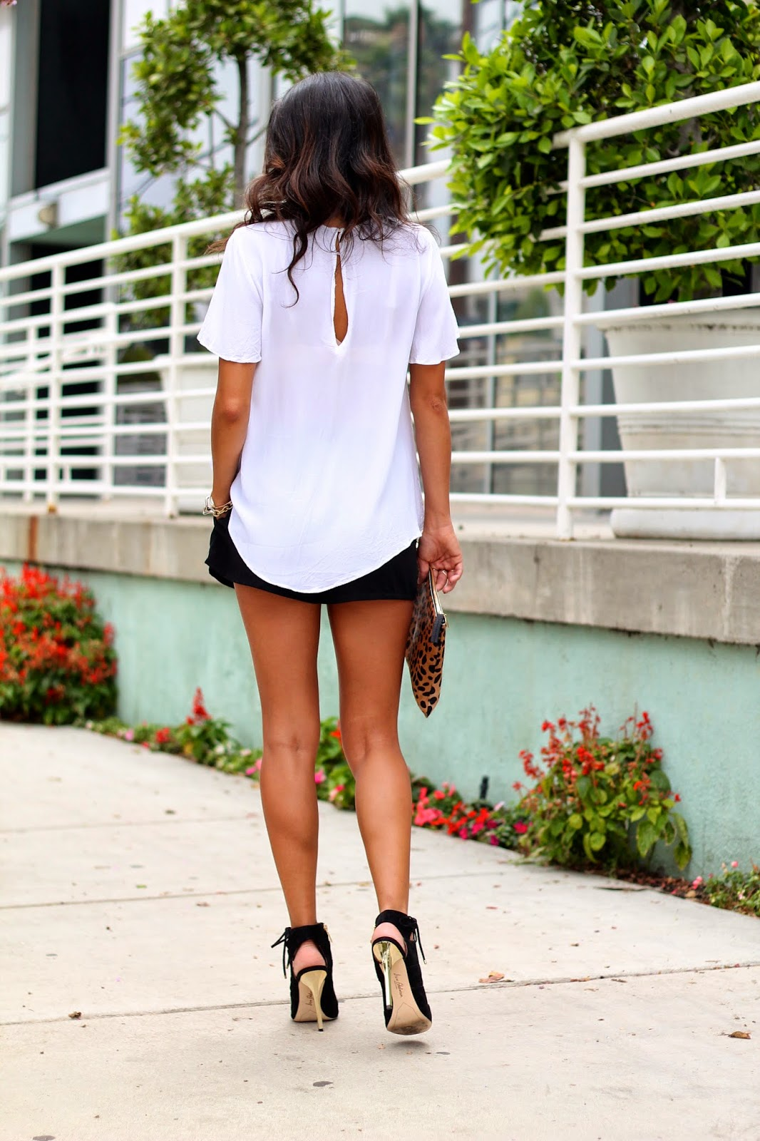 sam edelman heels, clare vivier clutch, how to wear heels and shorts, white black outfit