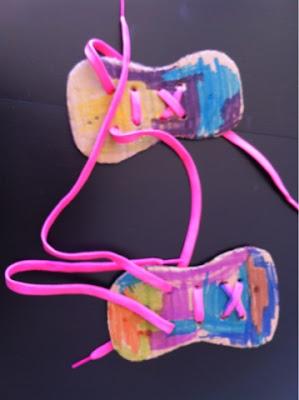 oggi impariamo ad allacciare le scarpe