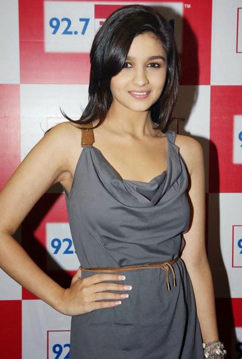 Alia Bhatt looks very Hot in Her Grey Skirt
