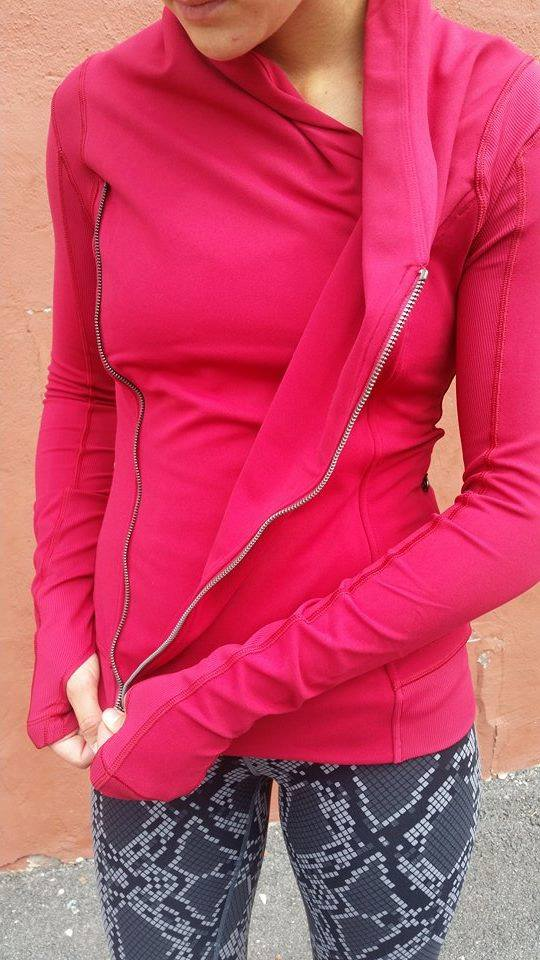 lululemon-bhakti-yoga-jacket cranberry ziggy-snake