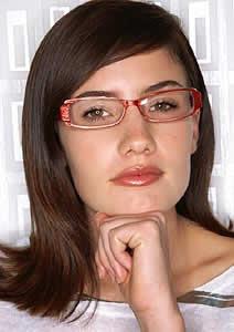 Dicas de maquiagem para quem usa óculos