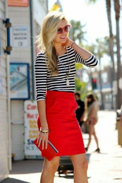 С чем носит красную юбку
