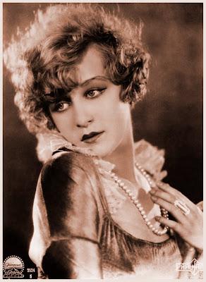 imagenes vintage foto antigua de chica con collar de perlas