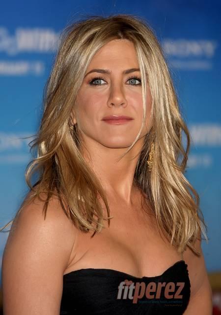 Hot Jennifer Aniston In Top Less Swim Suit