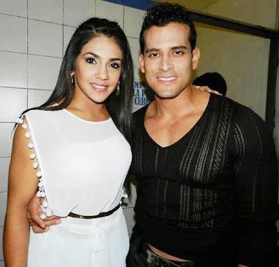 Foto de Vania Bludau feliz junto a Christian Domínguez