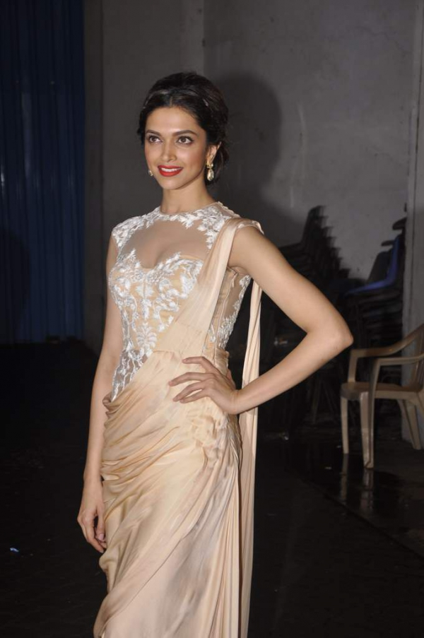 atoz-hot Actress: Deepika Padukone latest cute fashion ...