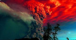 صورة من الرماد البركاني تتصاعد من بركان في تشيلي!