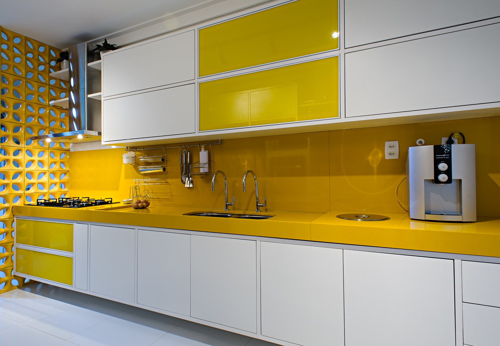 UM sonho a DOIS: Cozinha em Cores! #BE9403 1600x1109 Banheiro Com Detalhes Em Amarelo