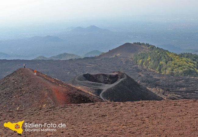 Erloschene Vulkankrater Ätna - Suedostseite