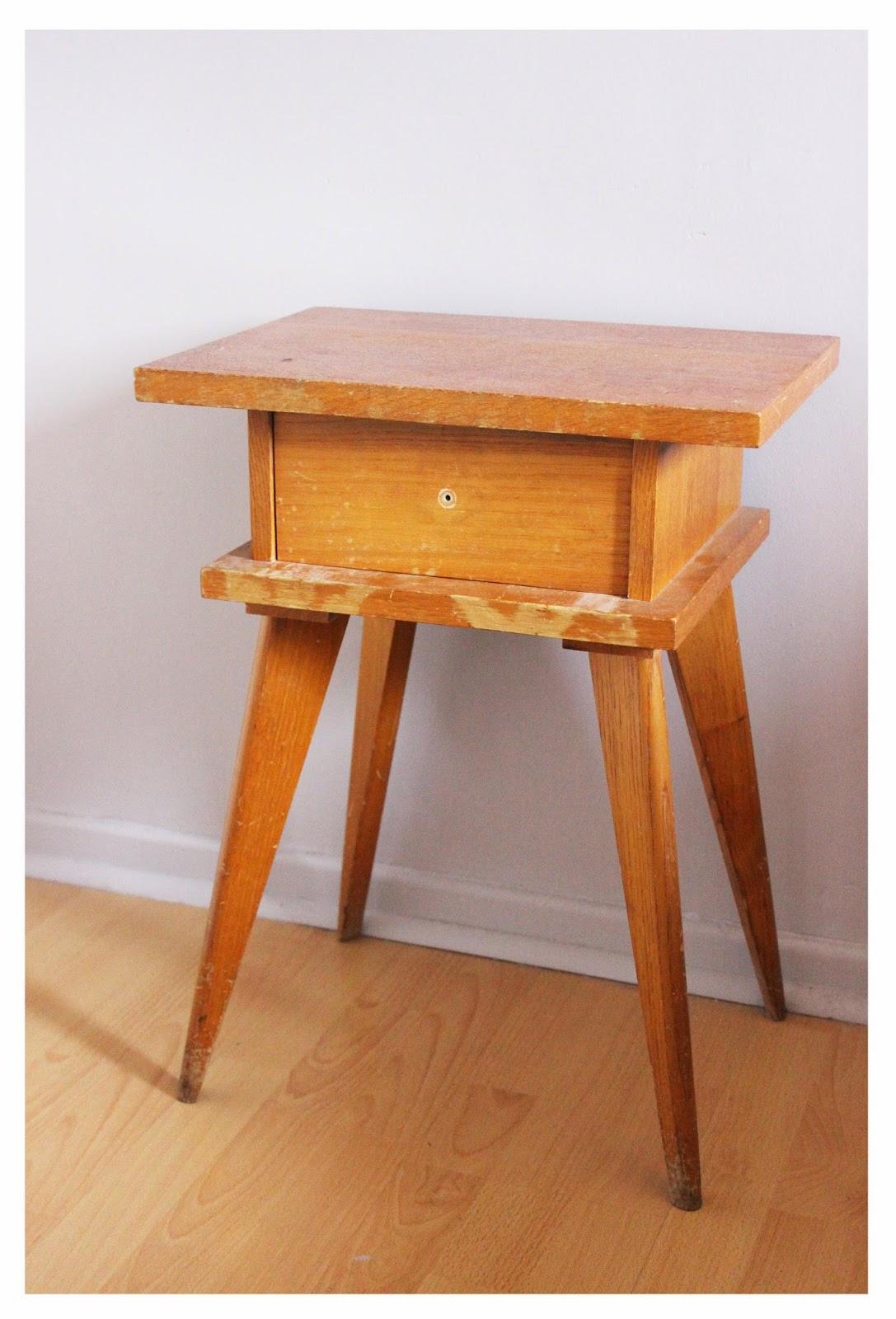 divin 39 id le blog d co relooking chevet vintage vintage. Black Bedroom Furniture Sets. Home Design Ideas