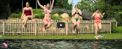 English: Youtube Lena Dunham Green bikini the Hamptons