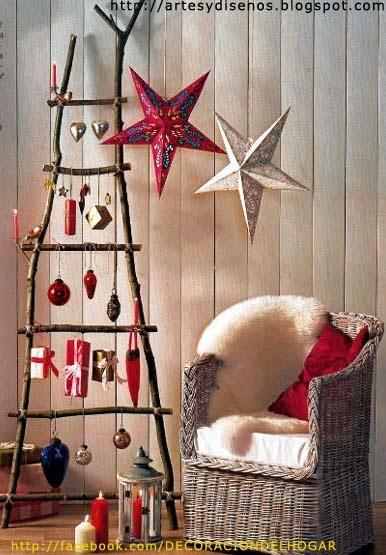 DIY: Escaleras Decoradas como Árbol de Navidad by artesydisenos.blogspot.com