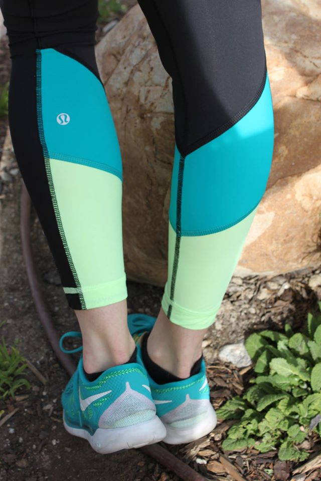 lululemon-blue-tropics trail-bound-7/8-tight