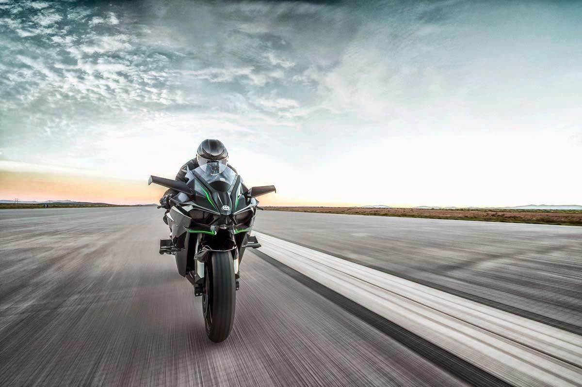 2015 Kawasaki Ninja H2r Far Front View In Motion
