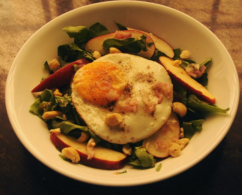 Spinach green with apple, roasted cashew nuts, fried sunny side up egg ...
