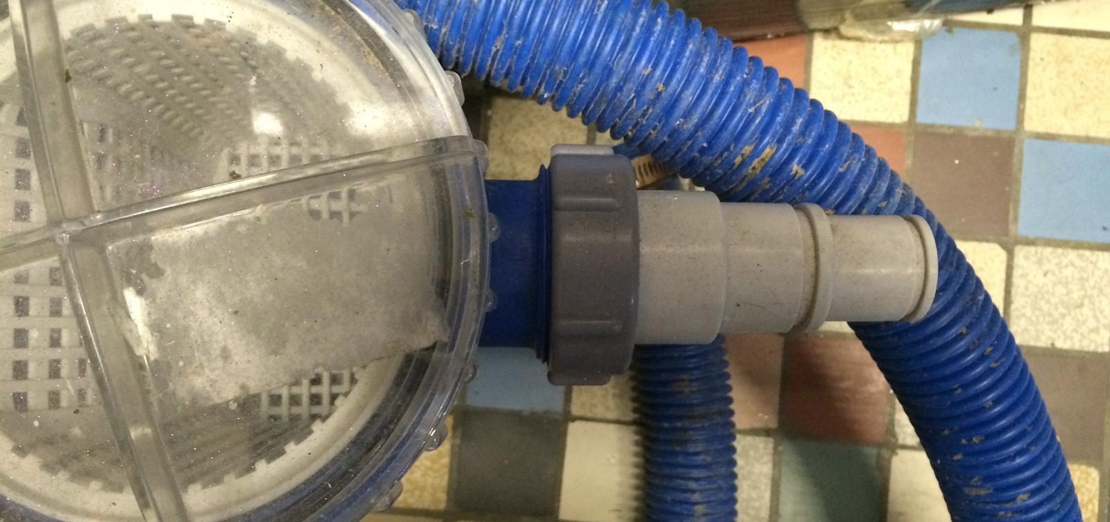 Mise en place de la filtration construction d 39 une petite for Colmater fuite tuyau piscine