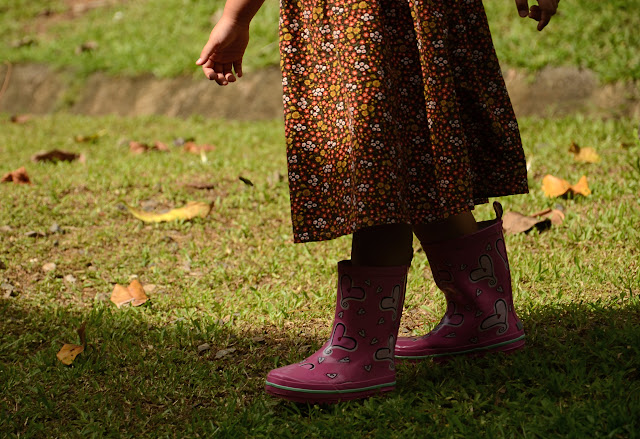 Heart-patterned pink boots