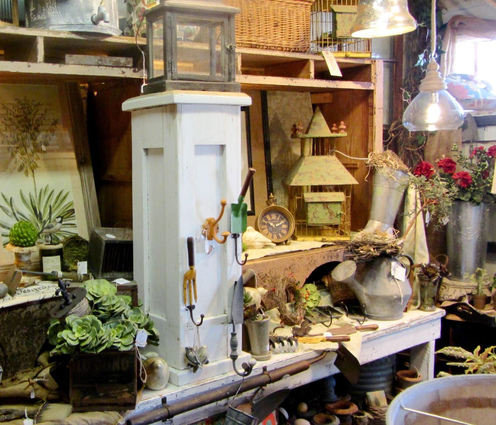Robins Vintage Suitcase: Vintage Garden Room