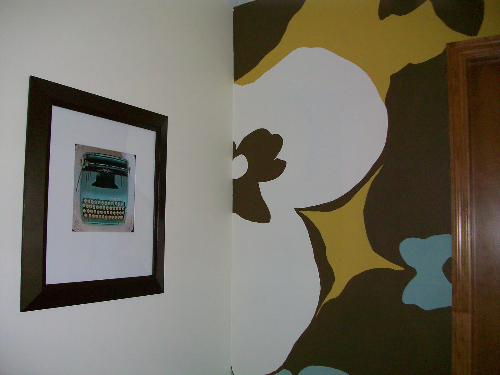 Paint one room two colors lavish home design for Painting a room two colors opposite walls