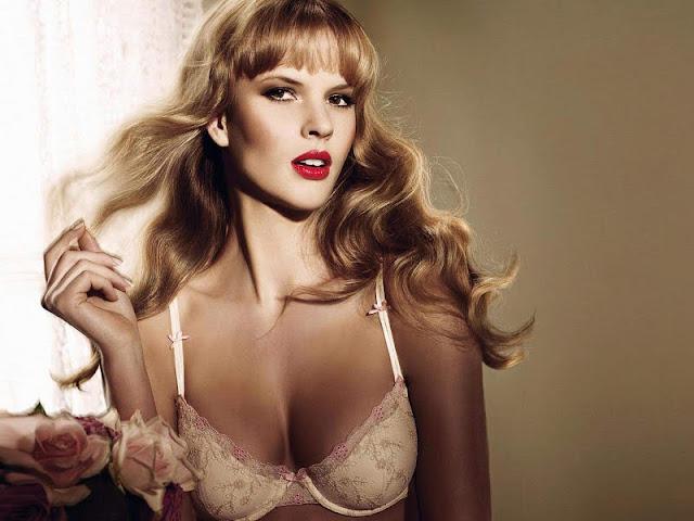 Anne Vyalitsyna sexy in bikini