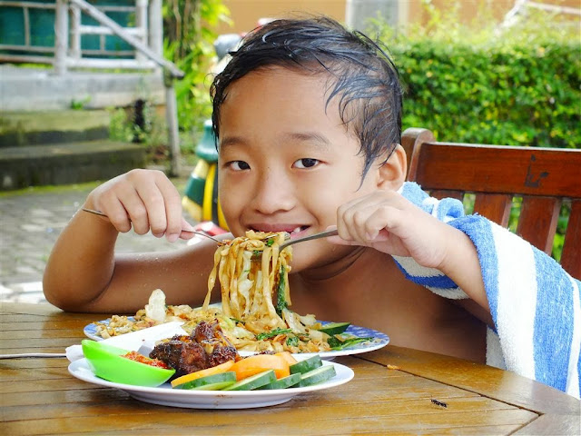 foto kontes Kids eat & stay free Holiday inn IHG