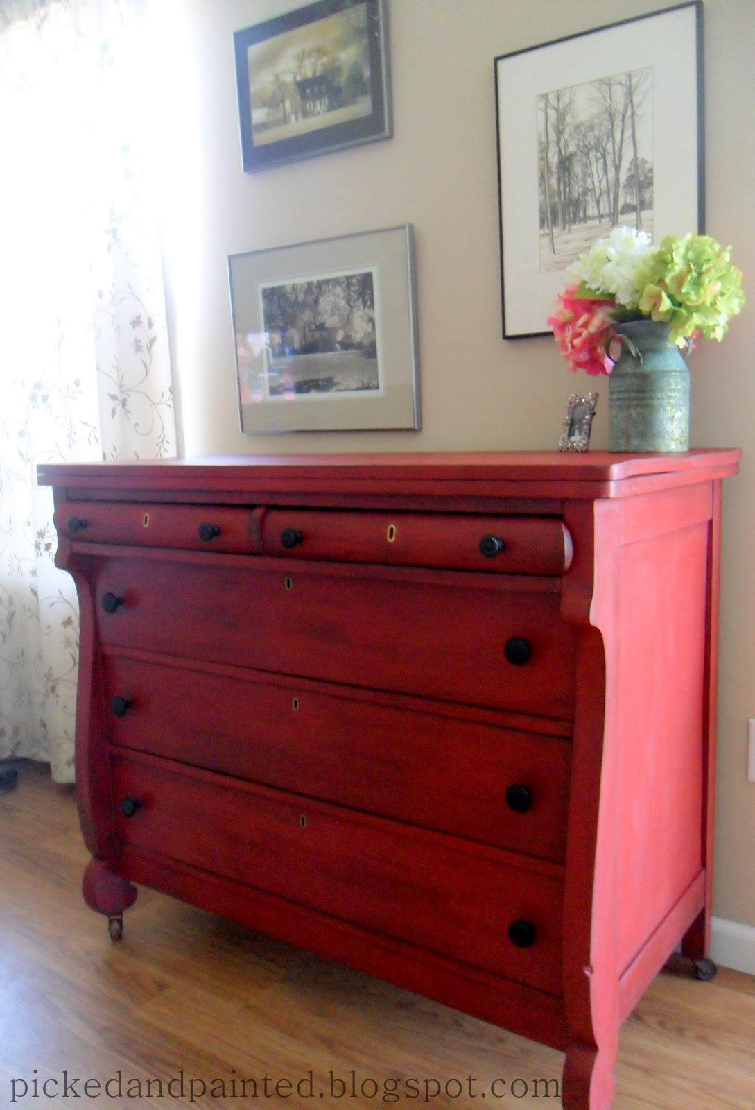 Red chalk painted furniture