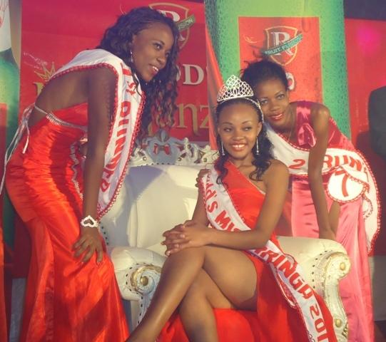 2013 Neema Mality akipozi na mshindi wa pili Lucy George (kushoto), na