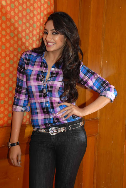 Ragini Dwivedi looks beautiful in blue checks shirt | Bollywood ...
