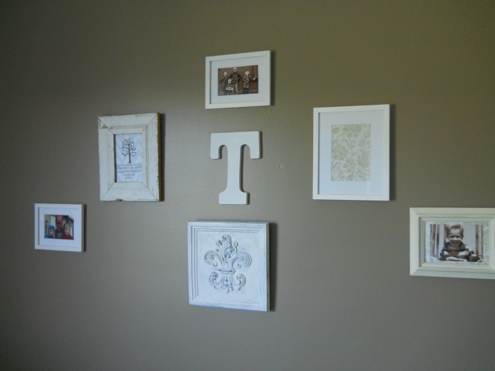 Homey home design gallery walls - Things to put on a wall ...