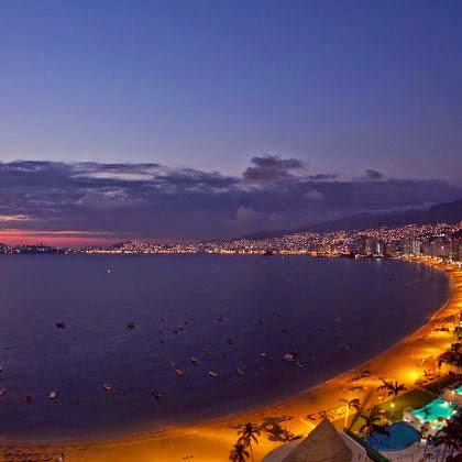 imagen de playas de Acapulco vista desde hotel con vista nocturna