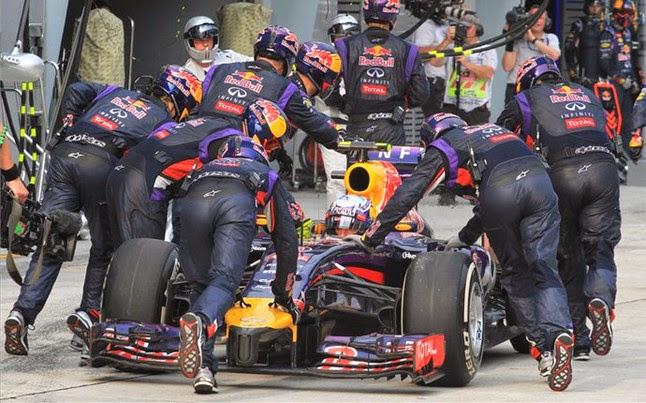Ricciardo abandonó de nuevo tras errores del equipo Red Bull