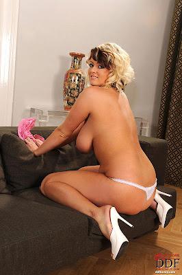 Lola_shows boobs_3