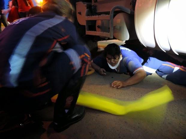 Mulher foi atropelada por carreta em Luís Eduardo Magalhães (Foto: Sigi Vilares / Blog do Sigi Vilares)