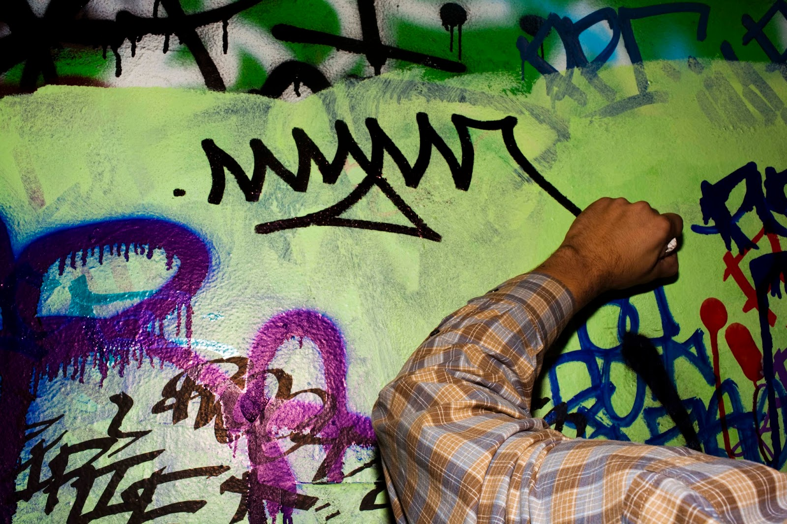 What Is Not Graffiti Tagging Is Not An Acceptable Form Of Street Art I Does Not Take Talent Or Expression To Write Someones Name Or Nickname On Public