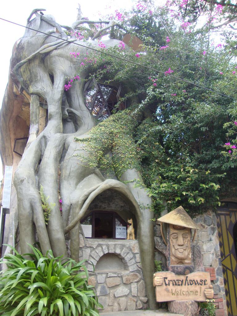 Http Skywalker Terraincognita Blogspot Com 2012 04 More Weird Houses Html
