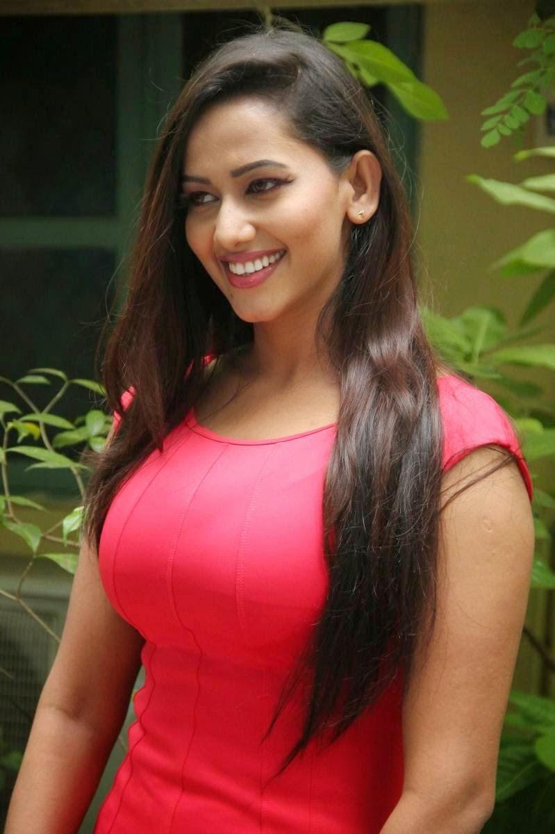 Actress Hot Sexy Sanjana Singh Oops Moment - TCinema