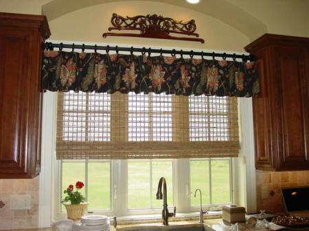 el mismo argumento anterior se puede aplicar a los tipos o diseos de cortinas para cocina cortinas con anillos para los diseos de cocinas ms casuales