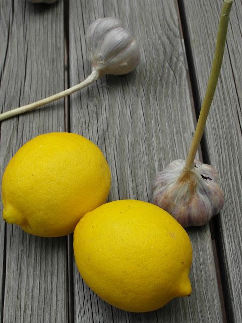składniki niezbędne: czosnek i cytryna