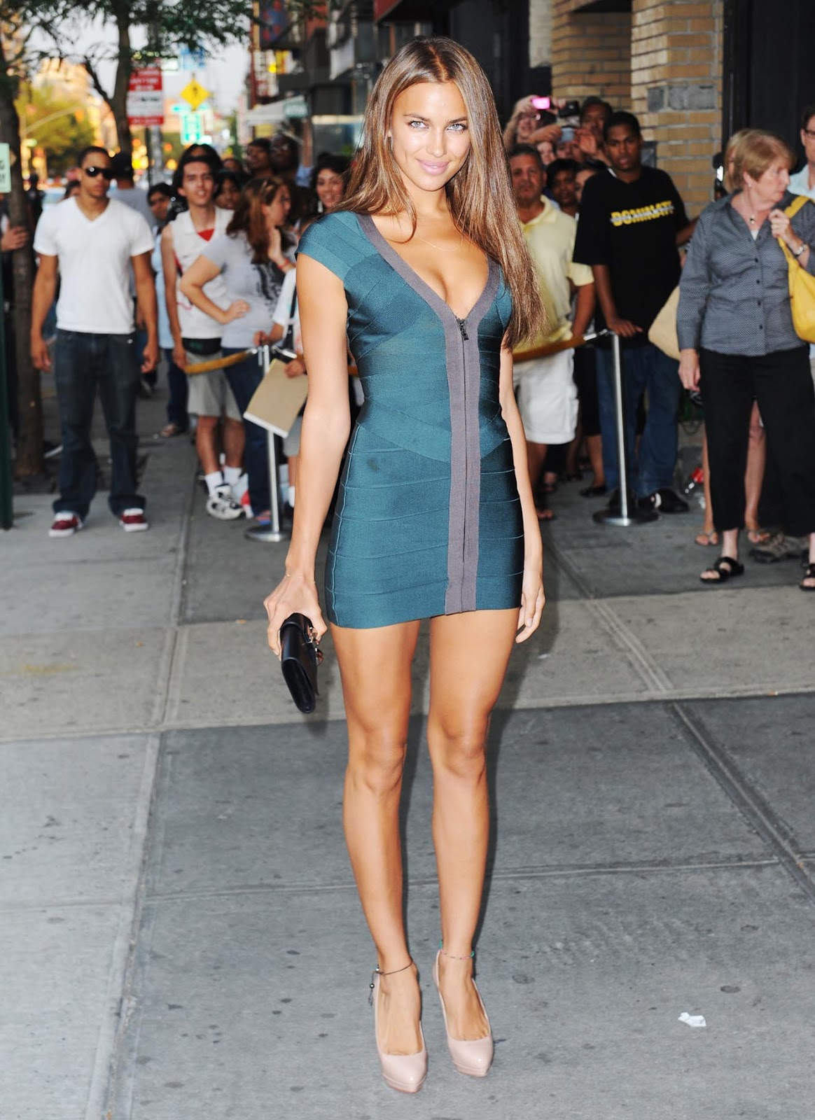 http://4.bp.blogspot.com/-fuarXrSLxxg/Tz_q81TY8BI/AAAAAAAACkM/pMp4AblnkeM/s1600/irina-shayk-dress-1.jpg