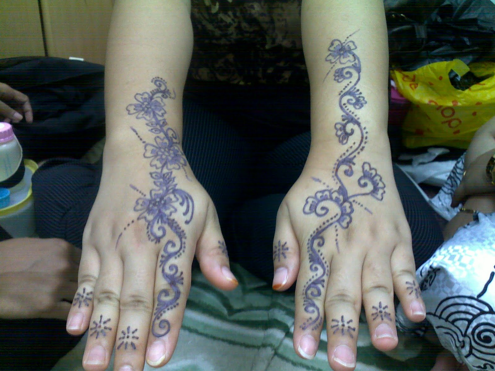 Inai Party Mehndi Red : Henna inai d`lydia