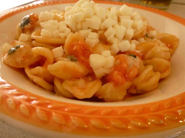 Orecchiette pomodorini e mozzarella