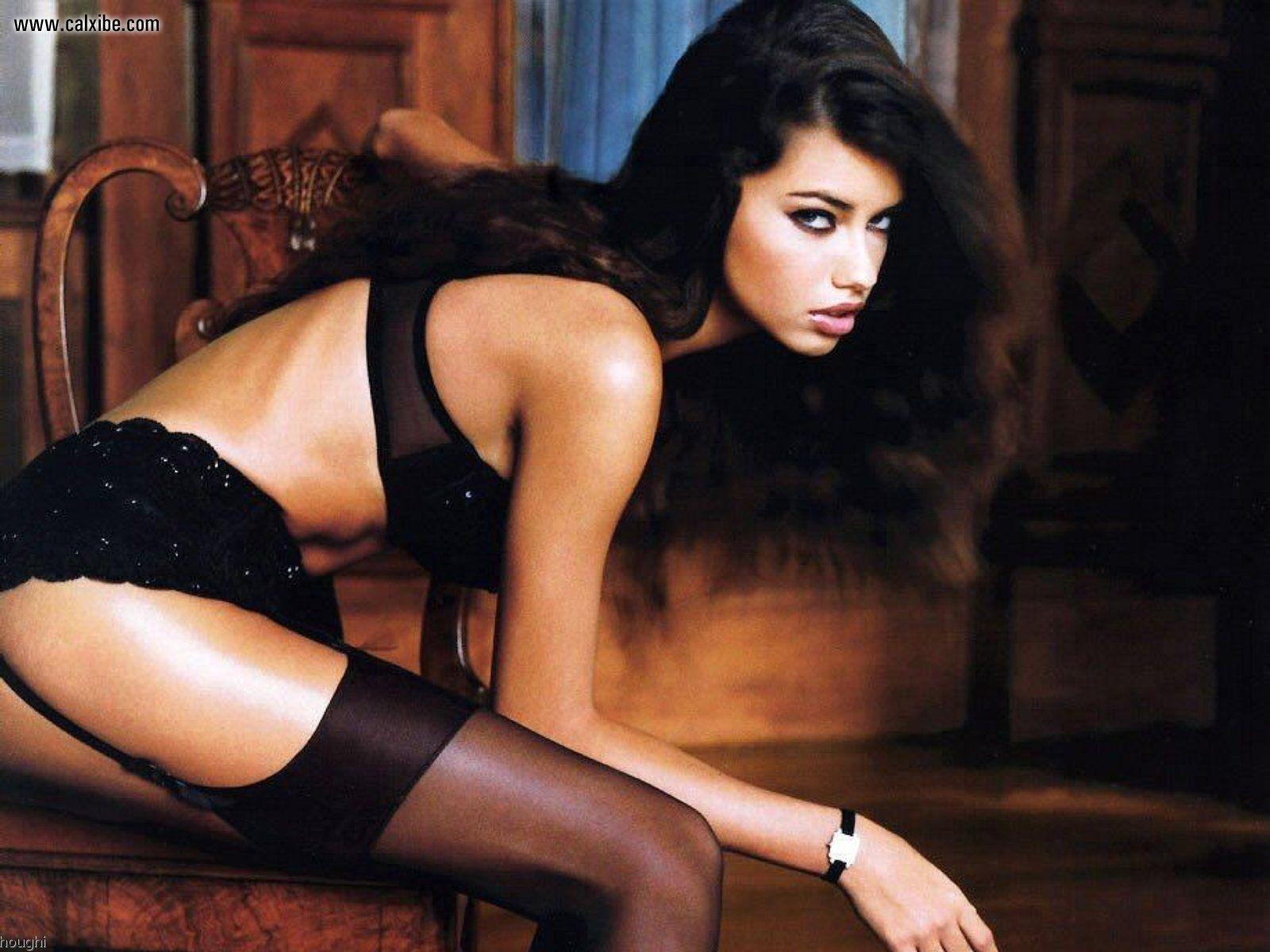http://4.bp.blogspot.com/-fvKa9n23qFk/UH5nBLEjbrI/AAAAAAAAANg/zruThPdJQiA/s1600/Adriana-Lima-jartiyerli.jpg