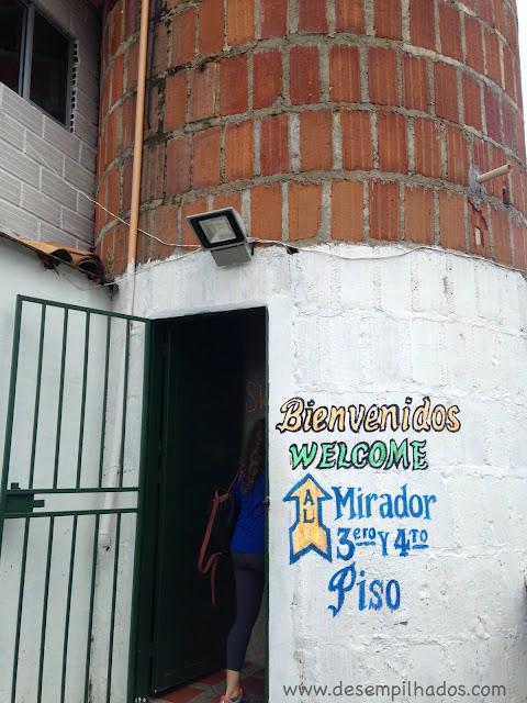 Turismo bate volta desde Medellin, na Colombia, em família. A pedra de Guatapé, Peñol. Trip with kids.