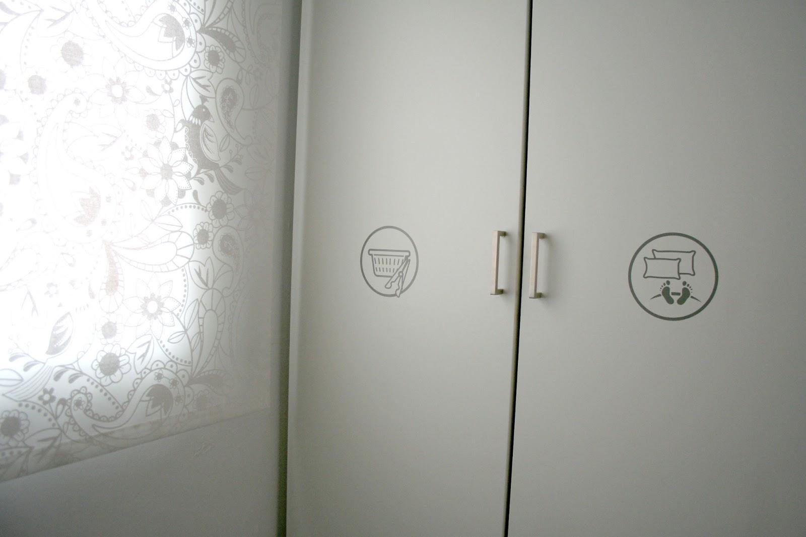 Ikea hack ningyoshinda y el tuneo de los armarios pax for Puertas de paso ikea