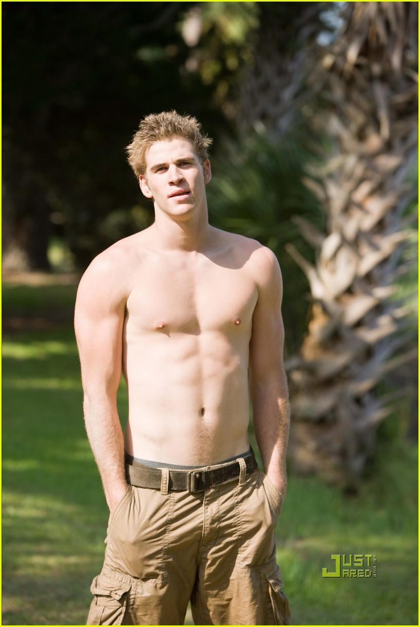 Shirtless Sexy: Liam Hemsworth