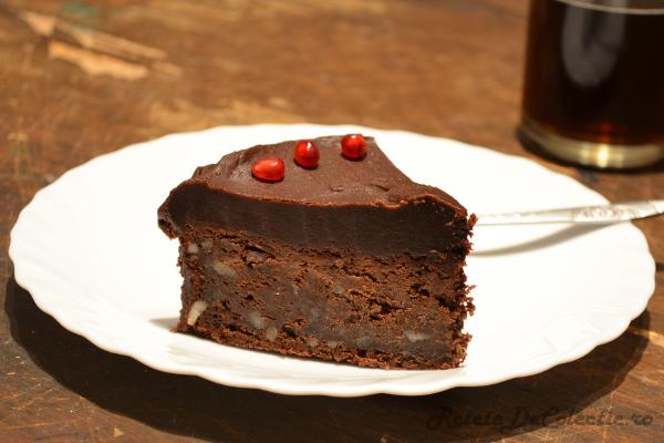 http://www.retetedecolectie.ro/2013/12/tort-de-ciocolata-cu-cafea-si-whiskey.html